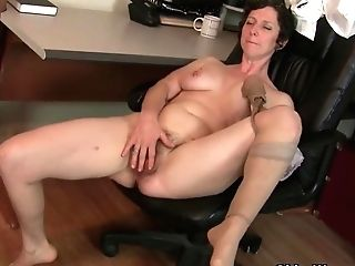 Yankee Cougar Vivi Has Lots Of Joy With Her Hairy Cunt