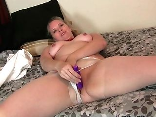 Usa Mummy Scarlett Shows Us Her Nyloned Broad Hips And More