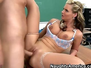 Phoenix Marie Gives A Lesson For Her Student Of A Voluptuous Sexplay In The Classroom