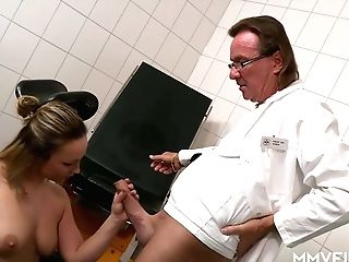 Horny Gynecologist Fucks Intercourse-appeal Patient Honey Diamond
