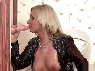 Saucy Blonde Makes A Plaything Squirt Spunk