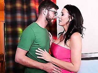 Bearded Geek Gets Seduced By Prettily Shaped Honey Reagan Foxx For Hot Intercourse