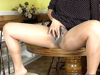 Yankee Mummy Vivi Takes Care Of Her Hairy Snatch