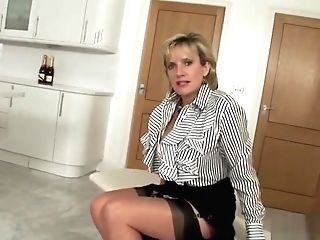 Adulterous Uk Mummy Lady Sonia Flashes Her Enormous Tits
