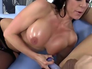 Bigtits Stunner Rectally Penalizes Her Servant