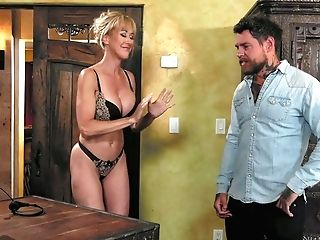 Eye Catching Huge-boobed Masseuse Brandi Love Gives A Splendid Nuru Rubdown